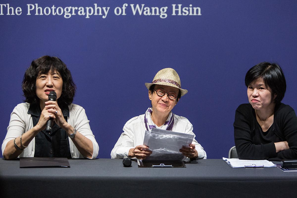 13北美館館長林平(左)、藝術家王信(中)與策展人雷逸婷(右) (5)