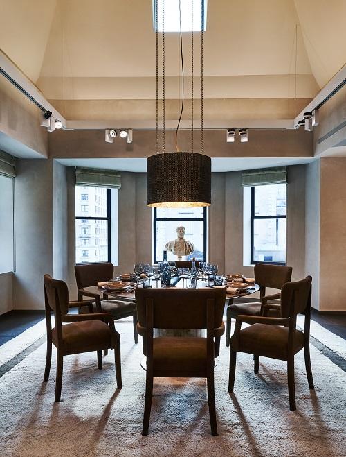 2. 拉絲青銅OVM水晶燈 (陳列於紐約Maison的 The Apartment公寓中)1