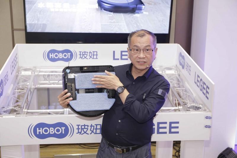 HOBOT好樣科技總經理趙志謀研發的地板清潔神器,採用獨家專利技術與環境友善材質,致力打造良好的消費者體驗。