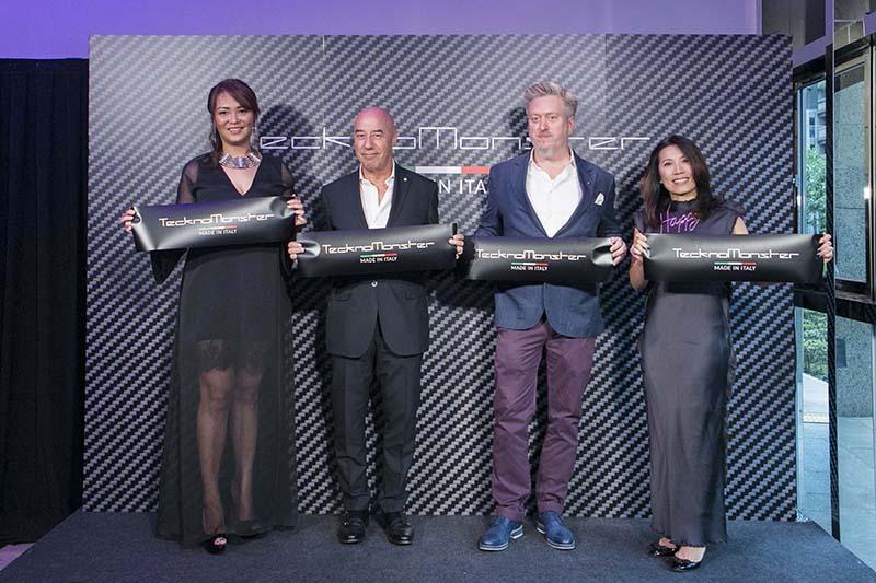 TecknoMonster品牌副總 Theresa(左一)、TecknoMonster 創辦人Giacomo(左二)、鵬達管理顧問有限公司董事長夫婦Michael(左三) 、 Annie(左四)