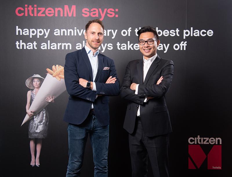 【1018 citizenM世民酒店新聞稿附圖二】citizenM亞太區副總裁Toni Hinterstoisser(左)和citizenM台北北門總經理蘇天佑(右)今分享品牌成果及未來規劃