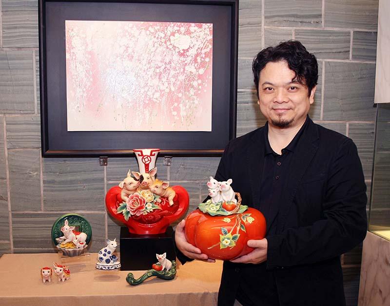 設計總監 李光裕與豬年生肖作品合照