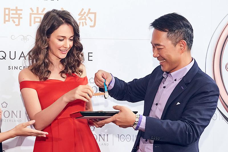圖12.瑞莎與瑞德利總經理顏廷鵬展演「時尚快拆」功能