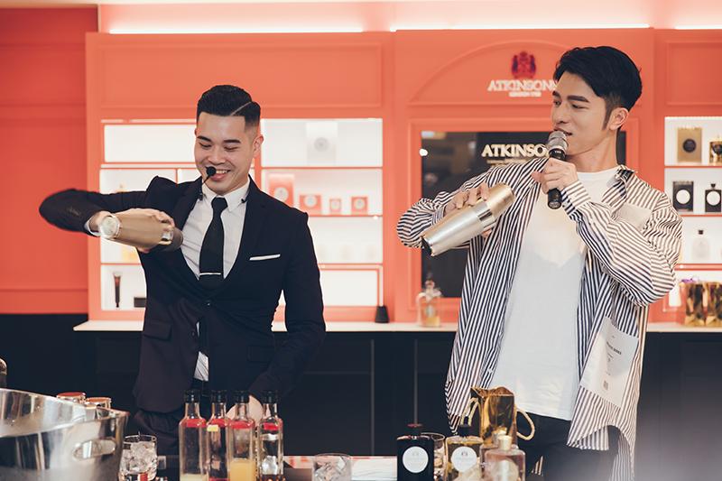 2019百加得傳世雞尾酒大賽,台港澳區域決賽冠軍的馬可波羅酒廊首席調酒師-駱威宏(Kevin Luo),與小凱老師共同為ATKINSONS品牌經典香氣調製靈感調酒。
