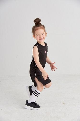 麗嬰房19SS 運動新時尚系列-連身運動洋裝 售價990_1090 元