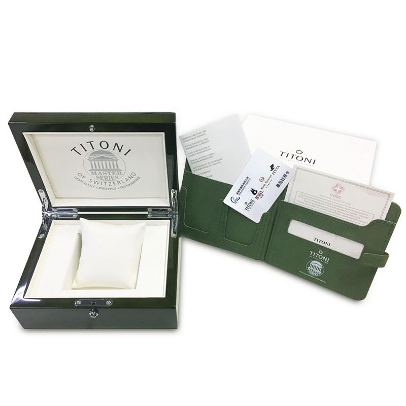圖2_本錶款配有精美TITONI綠色收藏木盒,以及COSC官方認證證書