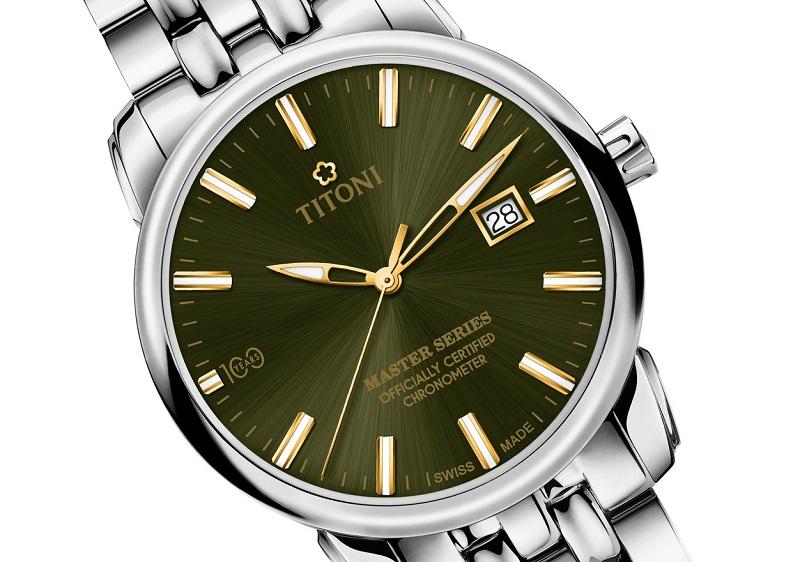 圖3_頂級製錶工藝,錶盤採用TITONI綠色、太陽紋(日輝紋)打磨,在光線照射下呈現出放射狀的明亮光芒