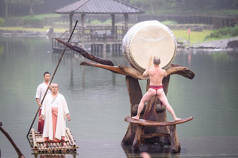 圖說-優人神鼓經典劇目「聽海之心」將搬上明池水劇場