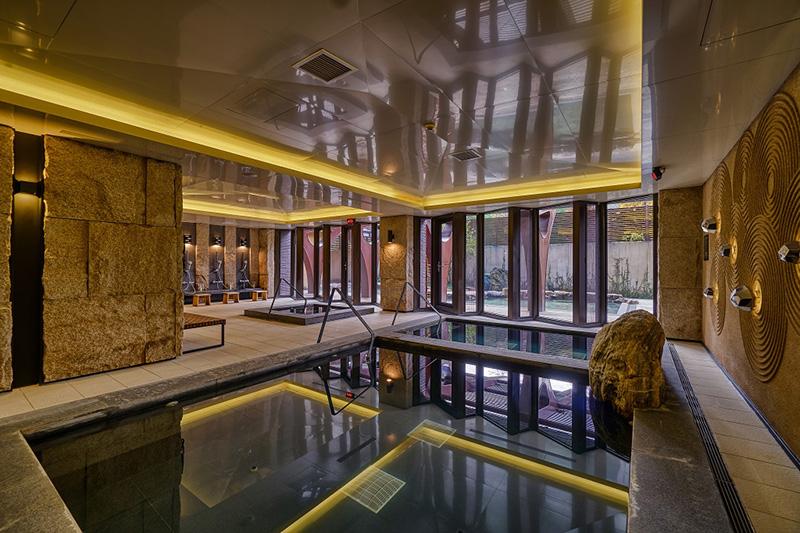 WES_露天風呂提供雙邊湯池一方一圓
