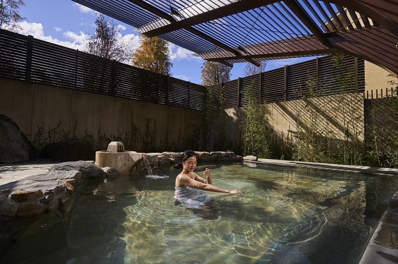 WES_露天風呂戶外池享受碳酸氫納泉, 泡在溫泉中有如沉浸在天然的化妝水中