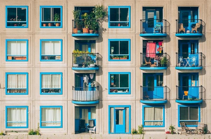 Pixabay-大樓陽台外觀