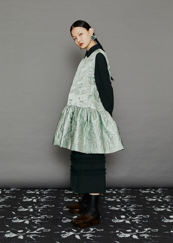 【商品圖6】絎縫裝飾緞面背心洋裝-薄荷綠-$27,800