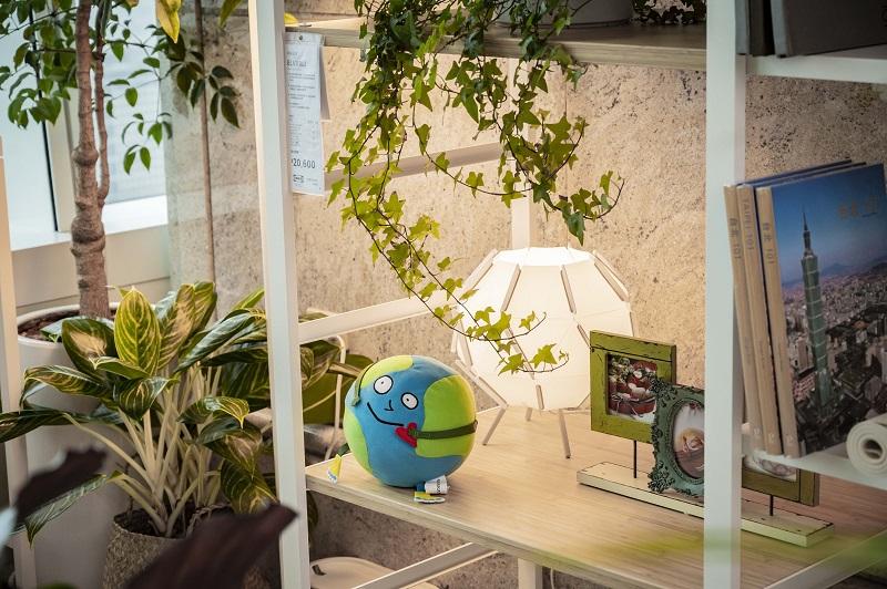 圖說五:SAGOSKATT系列上市,向全球兒童募集作品,製作成填充玩具,「地球先生」來自台灣!