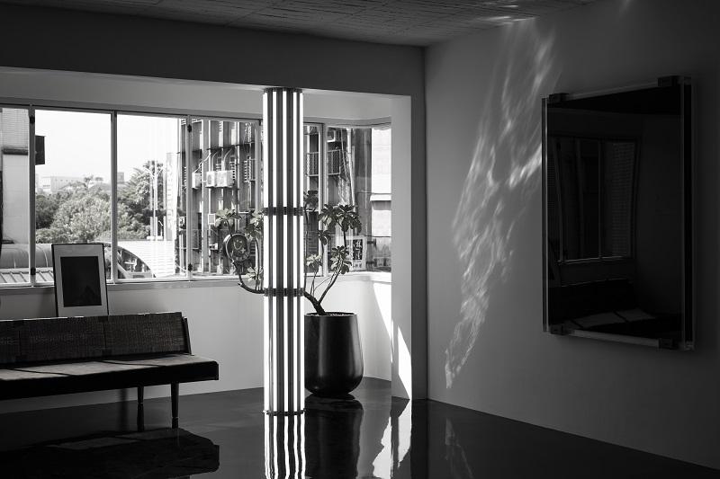 石油畫在陽光充足的大廳宛如印象派畫作畫面不斷地流動