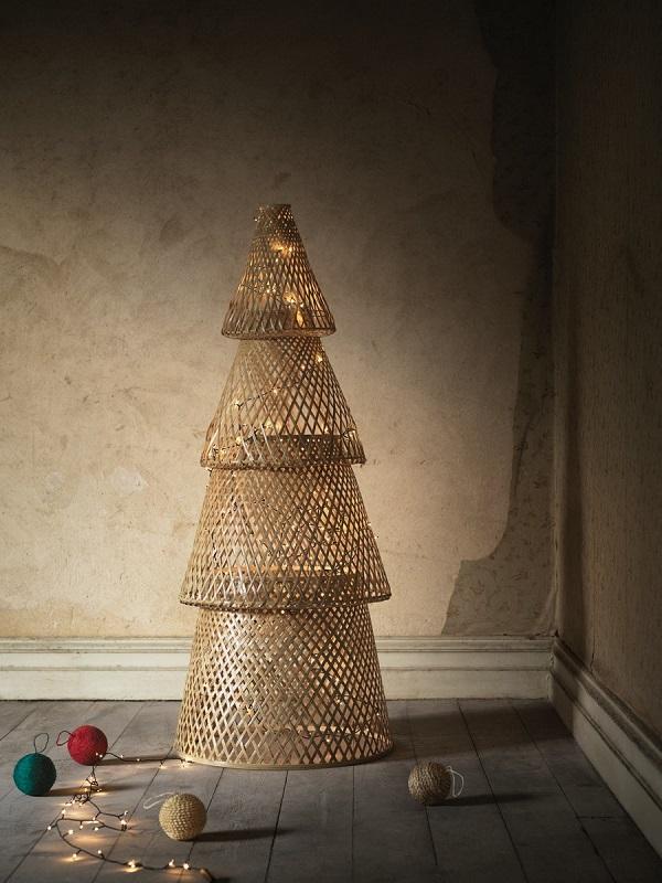 圖說二:別具特色的竹製聖誕樹 結合西方節慶儀式感與東方藝術氛圍,兼具環保與美感。