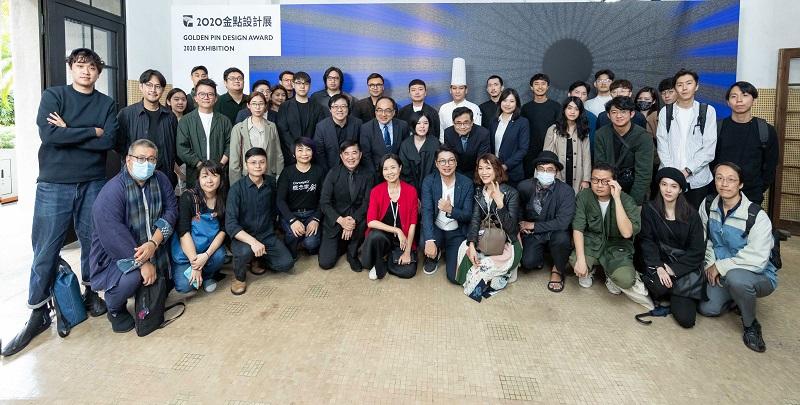 12. 2020金點設計展舉辦展前記者會,與會貴賓與本次參展設計師及公司代表大合照。