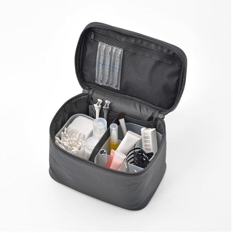 尼龍化妝包系列,130-760元:可整齊收納化妝、保養用品及刷具的收納包系列。 (4)