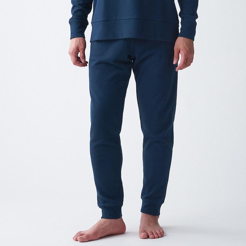 男棉混裏毛長褲,450元:採用柔軟蓬鬆的裏毛素材。使用有機棉製成。