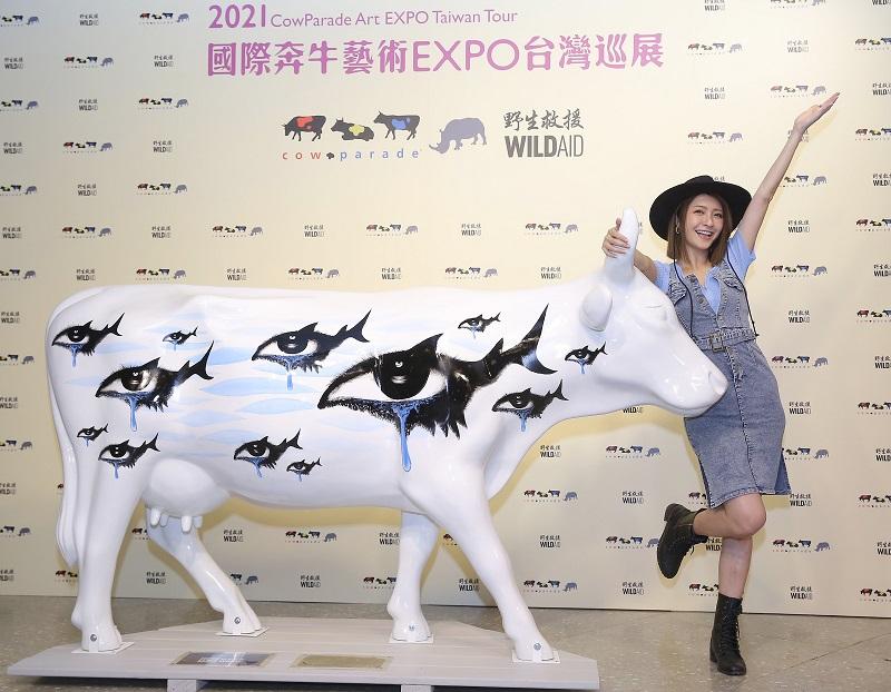 「聽海淚牛」係根據張惠妹先前主演之「拒吃魚翅」公益廣告的視覺創作而成,為本次台灣巡展之全新作品。