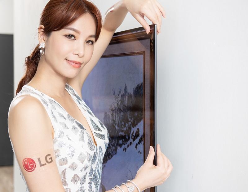 LG OLED evo 創視際 G1 全新零間隙畫廊系列,纖薄外型、極窄邊框,如同藝術品懸掛於牆面,演繹時尚居家美學。