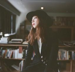 亞洲女吉他手第一人    吉他國際名廠相中陳綺貞限量簽名琴