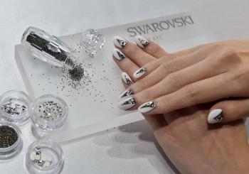 施華洛世奇創意手作呈獻革命性水晶砂美甲盒