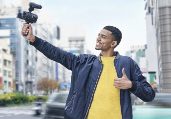Sony 4K Handycam®數位攝影機 輕巧上市