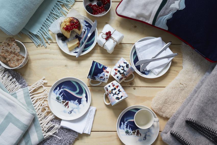 和聖誕老公公用一樣的餐瓷吃飯