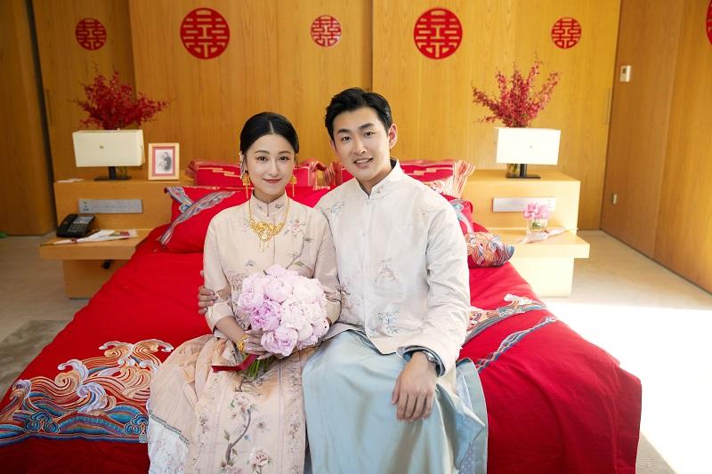 演員王彥霖、艾佳妮身著SHIATZY CHEN中式訂製結婚禮服